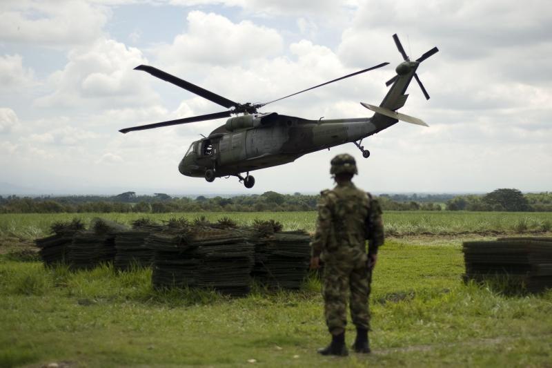 """Baltarusijos Mi-8 po """"pliušinio desanto"""" apginkluojami kulkosvaidžiais"""