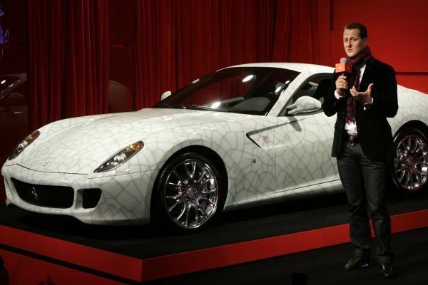 """Kinas už rekordinę sumą nusipirko keramikinį """"Ferrari"""""""