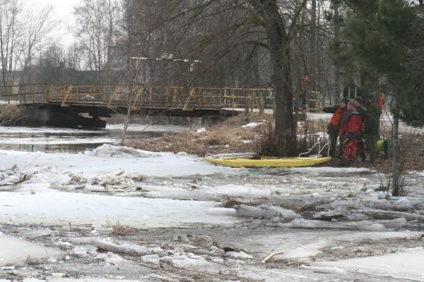 Kariai pašalino ledų sangrūdas Sanžilės upėje