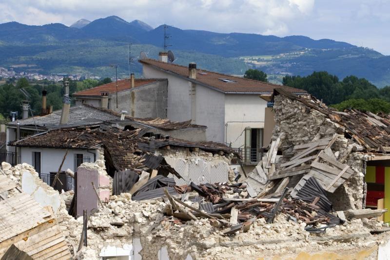 Italijoje bus teisiami mokslininkai, neįspėję apie žemės drebėjimą