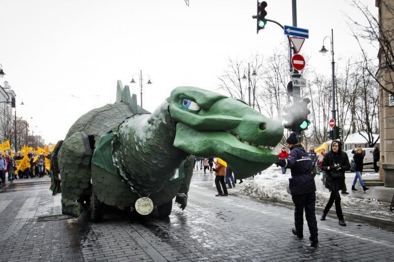 Sniego nepabūgęs Dinas Zauras vėl nukeliavo pas filologes