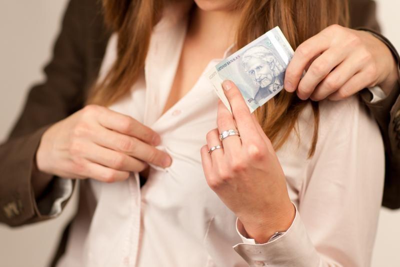 Sąvadautojams prostitutės uždirbdavo po 400 litų per valandą