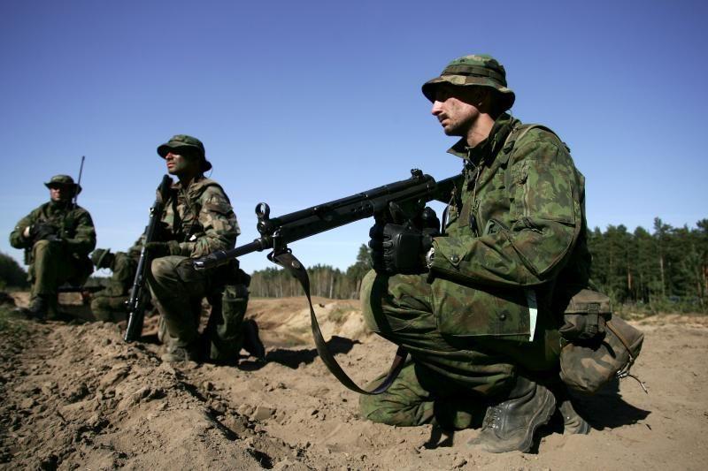 Apklausa: dauguma lietuvių baiminasi teroristų ir karinių konfliktų