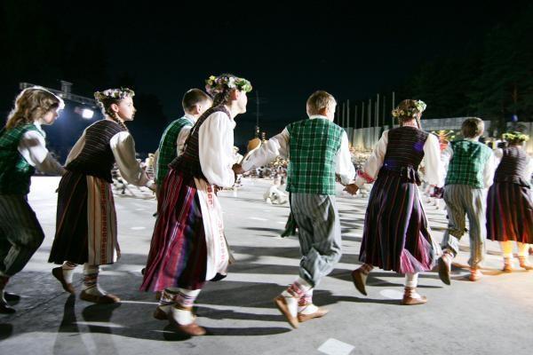"""Dainų šventė: Kalnų parke per Ansamblių vakarą prabėgo """"Metai"""""""