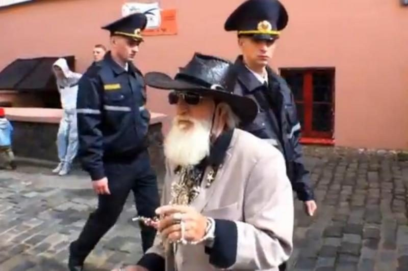 A.Mamontovo filmas: gatvės muzikos diena Minske