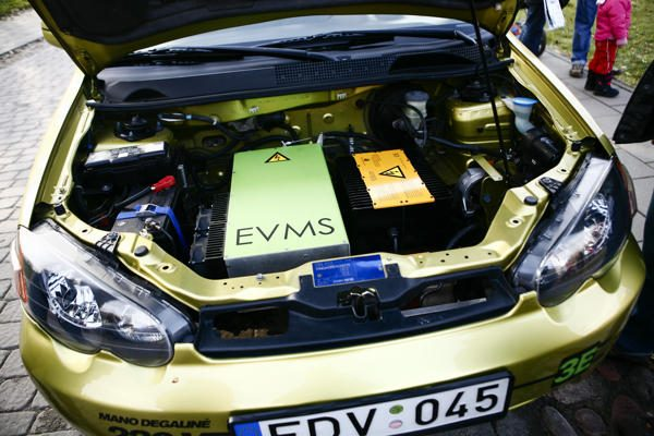 Elektromobilis trasoje sutriuškino tradicinius konkurentus