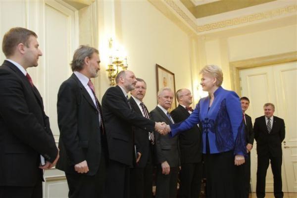 Prezidentė su Seimo komiteto nariais aptarė grėsmes šalies saugumui