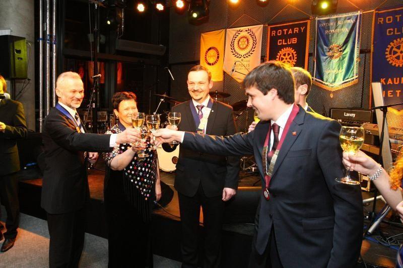 Kauno Rotary klubai ir šventė, ir aukojo