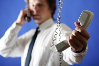 Siūloma jungti psichologinės pagalbos telefonu tarnybas, asociacijos vadovas - nesutinka