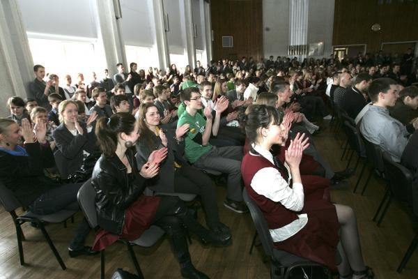 """Dėl """"Biuro gražuolės"""" titulo varžosi beveik 50 dalyvių"""
