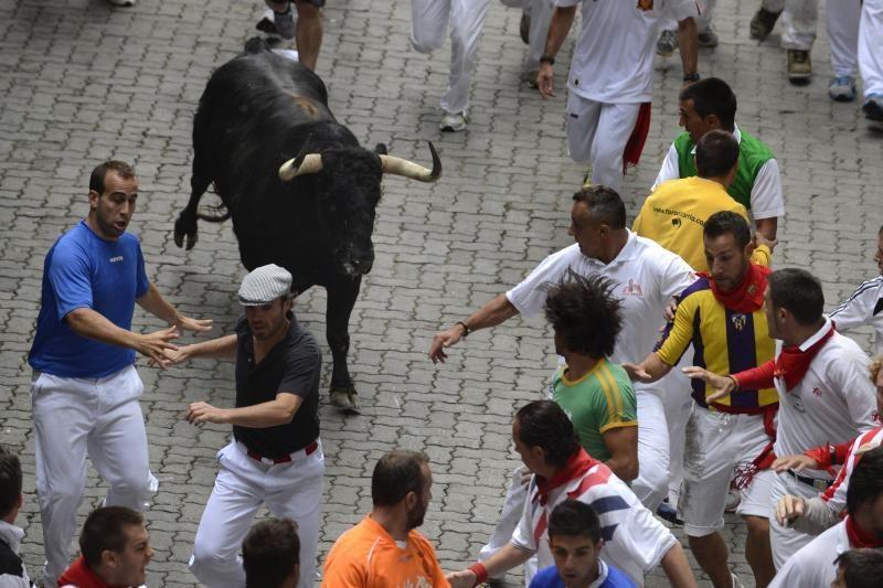 Pamplonoje per trečią bulių bėgimą buvo subadyti du žmonės