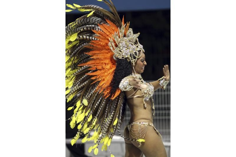 Rio de Žaneiro karnavale liejasi linksmybės