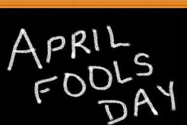 13 linksmų balandžio pirmosios pokštų bendradarbiams