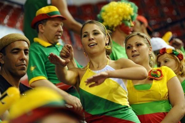 Lietuvos krepšinio rinktinės fanai triumfuoja: būgnus į arenas įsinešti bus galima