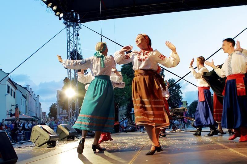 Teatrų festivalyje – teatralizuotas koncertas Valstybės dienai