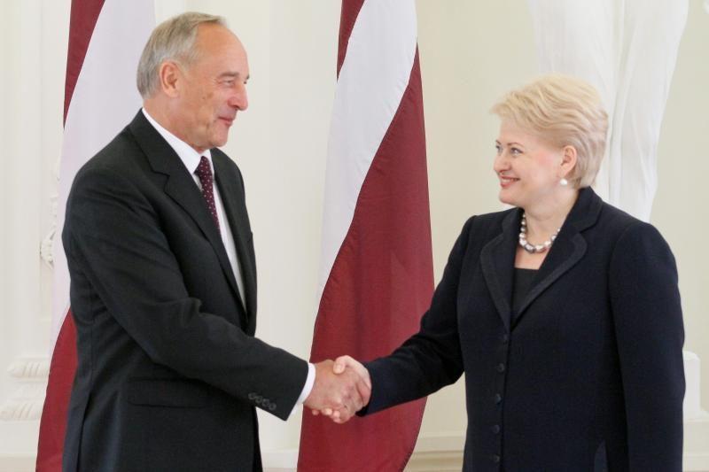 Lietuvos ir Latvijos prezidentai pasikeis aukštais apdovanojimais