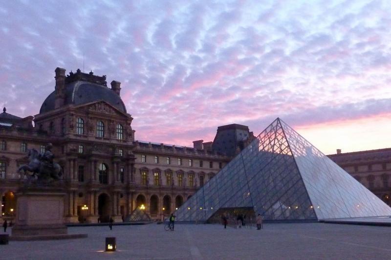 Lankomiausiu pasaulio muziejumi išlieka Luvras