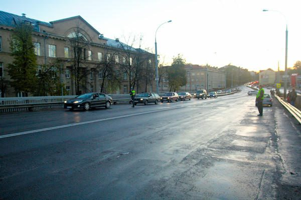 Vilniaus gatvėse dėl plikledžio fiksuotos 43 avarijos (dar papildyta)