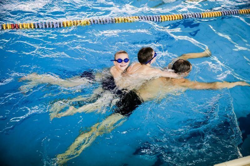 Apklausa: kas penktas Lietuvos vaikas nemoka plaukti