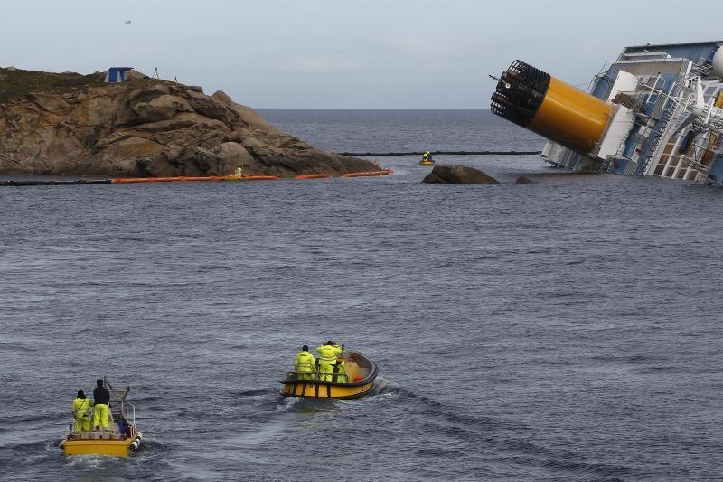 """Katastrofą patyrusiame laive """"Costa Concordia"""" rasti dar du lavonai"""