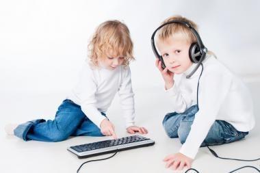 Tyrimas: kompiuteriu kasdien naudojasi pusė pradinukų