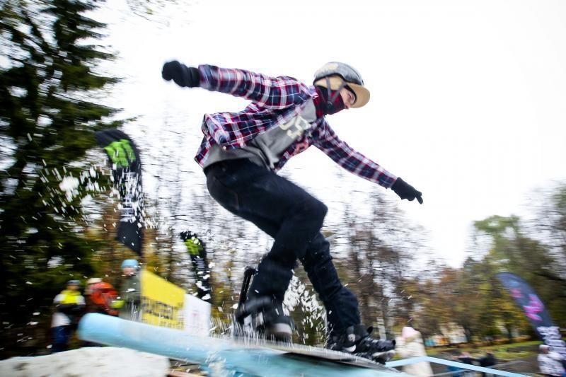 Snieglentininkų triukai - sostinėje surengtose varžybose