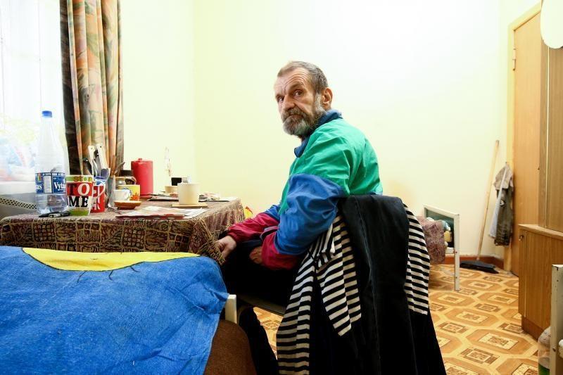 Šaltis dar pakenčiamas: nakvynės namai tebelaukia benamių antplūdžio