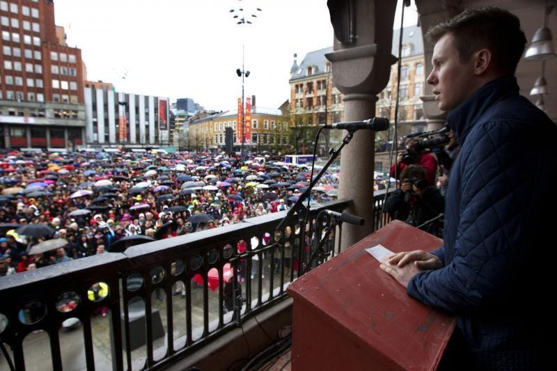 Osle 40 tūkst. žmonių susirinko atlikti A.B.Breiviko nekenčiamą dainą