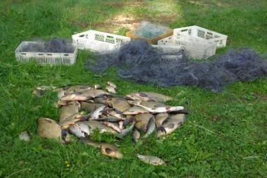 Aplinkosaugininkai iš ežerų ištraukė per 2 kilometrus tinklų