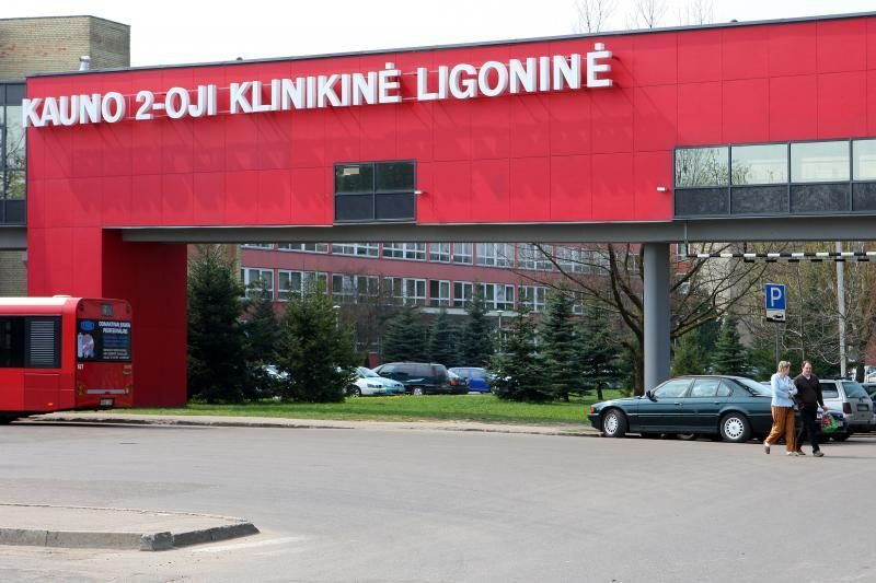 Kauno ligoninę sukrėtė nauja nelaimė – per balkoną iškrito pacientė