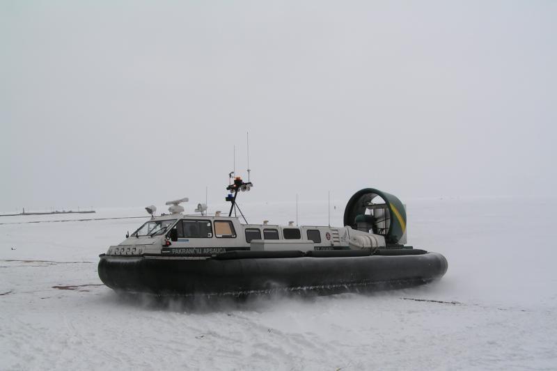 Tarnybos nespėja gelbėti ant ledo lyčių įkalintų žvejų (papildyta)