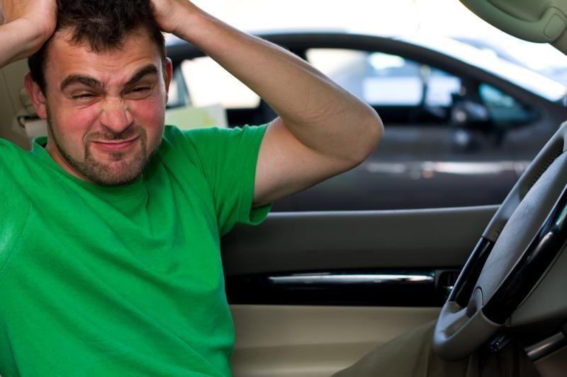 Vairuojančių moterų spąstai – aikštelėse, vyrų – greituose ruožuose