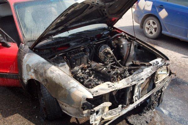 "Gesintuvas užsidegusio ""Audi"" neišgelbėjo"