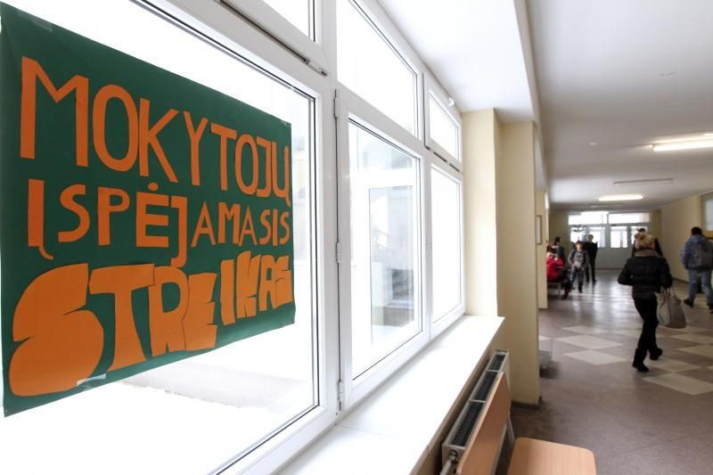 Švietimo darbuotojai streiko nerengs, bet planuoja mitingą