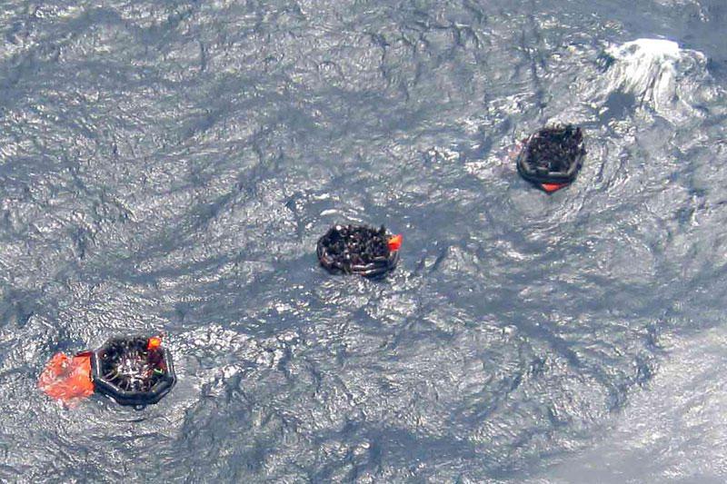 Prie Papua Naujosios Gvinėjos nuskendus keltui, išgelbėta 200 žmonių
