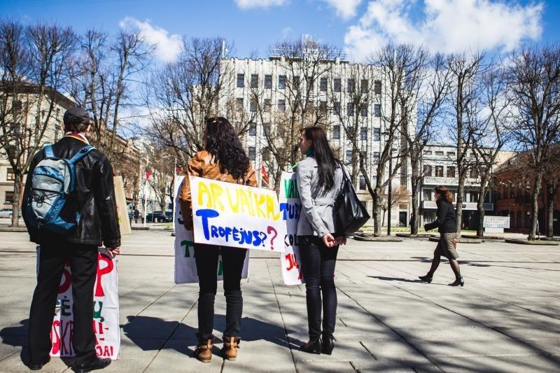 Valstybės politika nusivylę piketuotojai: ar vaikas – trofėjus?