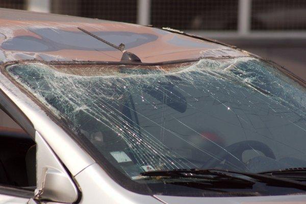 Per dviejų automobilių susidūrimą nukentėjo moteris