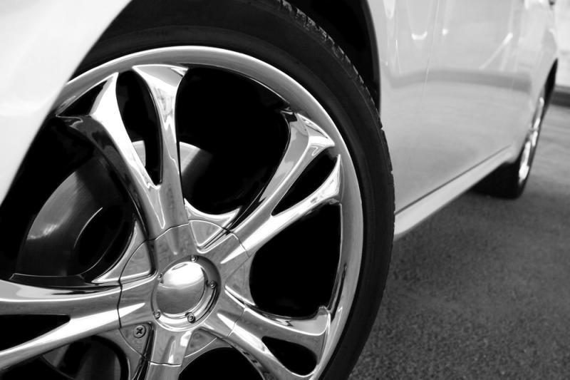 Kaune bandyta pavogti du automobilius