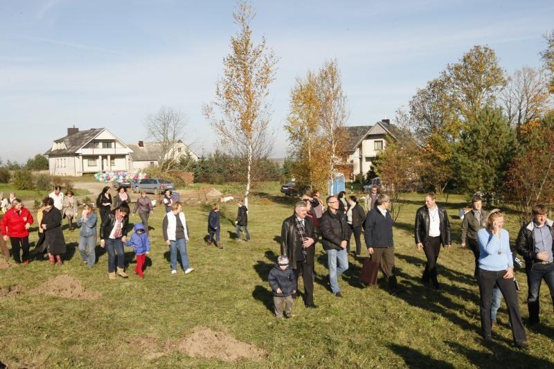 Jakų parke atidaryta nauja žaliuojanti alėja