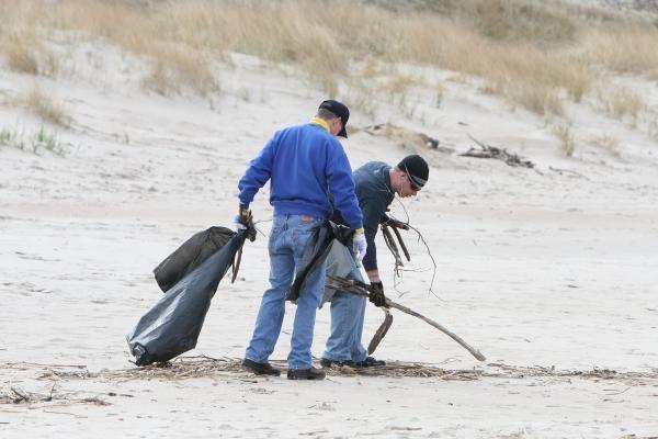 JAV kariai tvarkė Klaipėdos paplūdimius