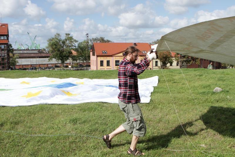 Baltijos jūros dieną skelbė milžiniškas aitvaras
