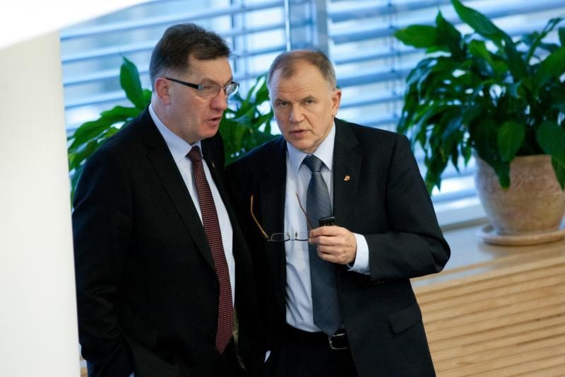 Sunkmetis baigėsi: premjerui ir ministrams talkina patarėjų armija
