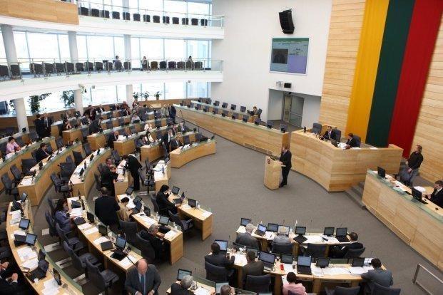Seimo pavasario sesijoje ketinama surengti 54 plenarinius posėdžius