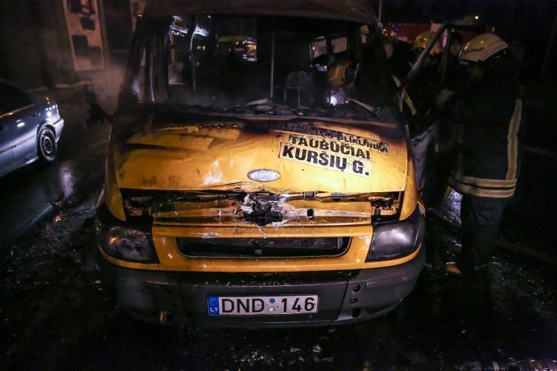 Kaune ugnis žaibiškai prarijo maršrutinį autobusą