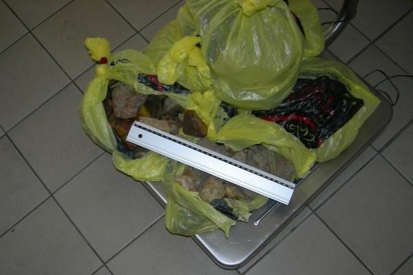 Rusas į Lietuvą bandė įvežti  kontrabandinio gintaro