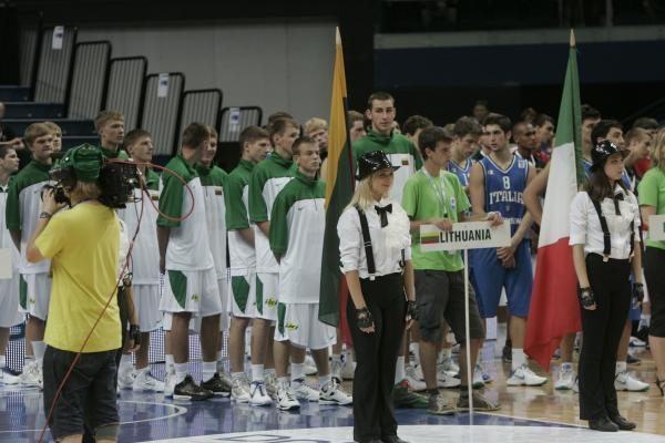 Lietuvos jauniai žengė pirmą žingsnį: parklupdyta Ukraina (komentarai)