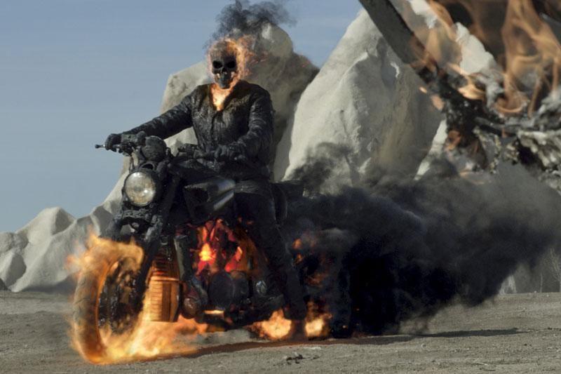 N.Cage'o žmona: Tamsos baikerio motociklas yra labai seksualus
