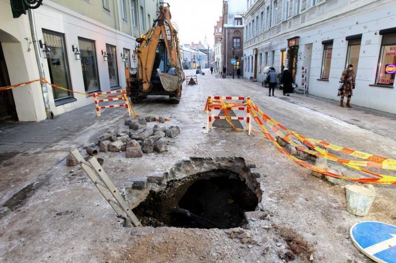 Kodėl einant Vilniaus gatve verta žiūrėti po kojomis?