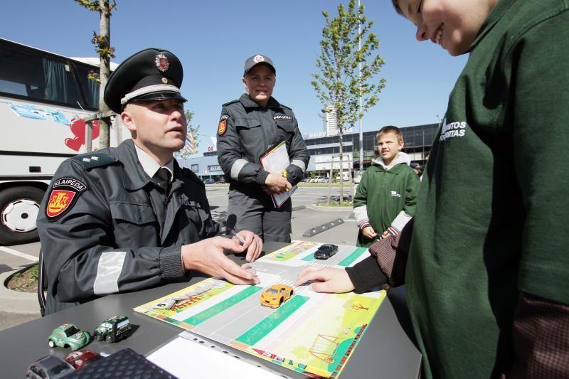 Vaikų globos namų auklėtiniams - šventė su policininkais
