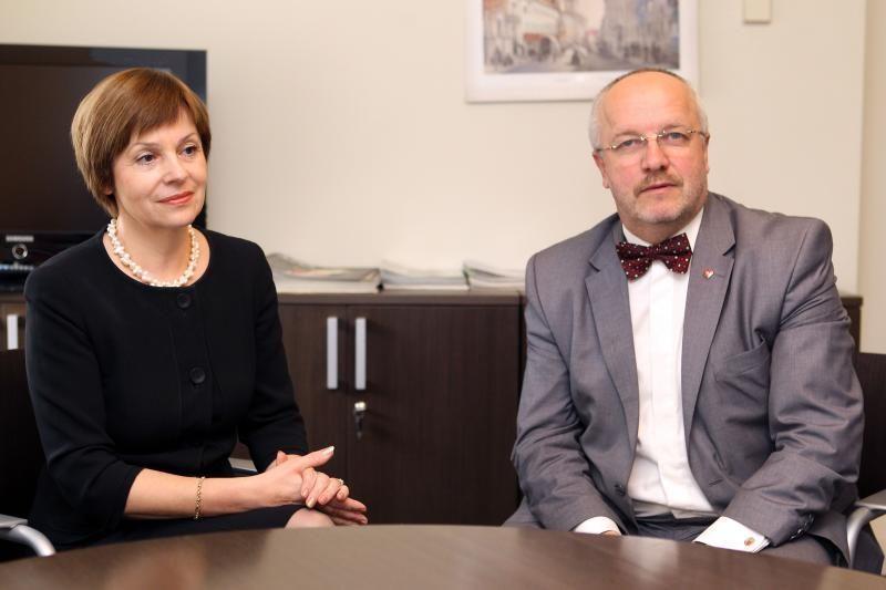 Į klausimus atsako J. Olekas ir N. Ribokienė